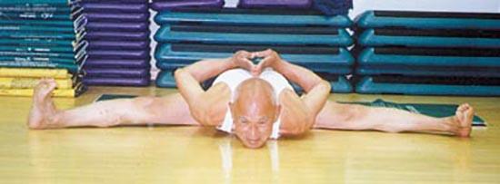 Шэнь Вэйдэ далеко за 80, он смог раскрыть врожденный энергетический потенциал, и теперь здоровье его не только не ухудшилось, но окрепло