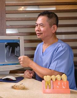 Зубной врач сказал, что если так пойдет дальше, через год он останется совсем без зубов...